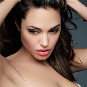 من هو حبيب انجلينا جولي الجديد؟