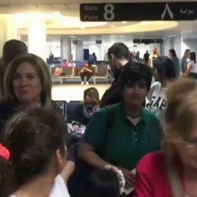 بالفيديو: أكثر من 3 ساعات تأخير.. ماذا حصل في مطار بيروت؟