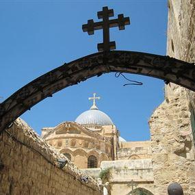 أثناء صلاتهم.. سقط سقف الكنيسة على رؤوسهم!