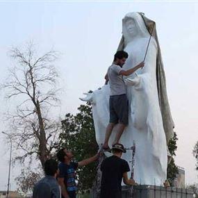 بالصورة: إزالة تمثال للسيدة العذراء