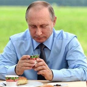 استغلوا بوتين للترويج لخلاط كهربائي وعصار!