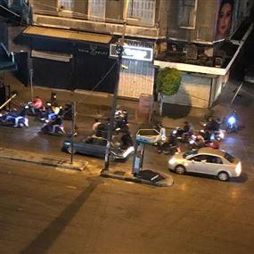 بالفيديو.. مجموعات في طرابلس تتحدى قرار حظر التجول