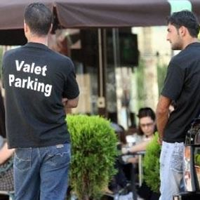 """استباحة """"الفاليه باركينغ"""" في لبنان.. من هم ومن يحميهم!؟"""