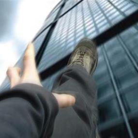 سقوط ستيني من مبنى في بلدة السفيرة