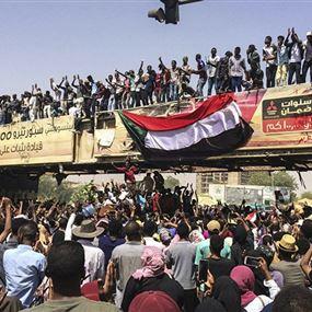 أعمال فوضى في عدد من الولايات السودانية واستمرار الاعتصام