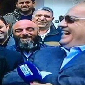 بالفيديو: ضحكة وهاب خلال عزاء ابو ذياب تثير الاستغراب!
