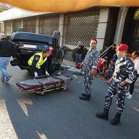 بالصور: جريحة اثر حادث سير في جل الديب