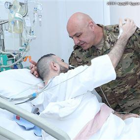 قائد الجيش عزّى بالشهيد صالح وزار الجريح خالد الحروق