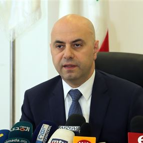 حاصباني: يطالب بالمساواة.. للعاملين في المستشفيات الحكومية