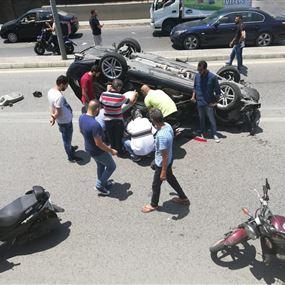 بالصورة: صحافي ومحلل سياسي يتعرض لحادث سير مروع