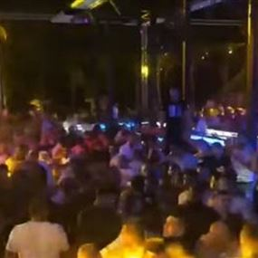 بالفيديو: اشكال وتضارب بأحد الملاهي الليلية في جونية