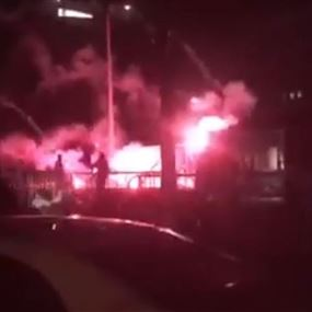محاولة إحراق خيمة الملتقى في باحة العازارية (فيديو)