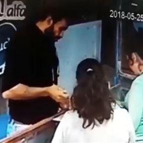 بالفيديو: مروّج عملة مزوّرة
