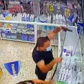 بالفيديو.. هدد الصيدلي بالسلاح بسبب علبة بانادول!