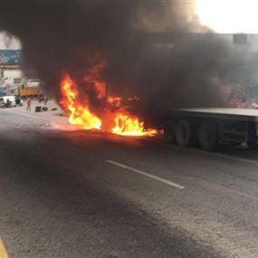 بالصور: حريق داخل شاحنة في جبيل