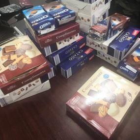 في مطار بيروت.. نصف مليون دولار في علب شوكولا!