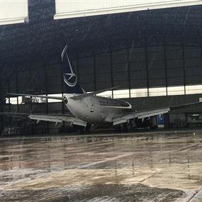 طائرة تتعرض لصاعقة قوية اثناء هبوطها في مطار بيروت