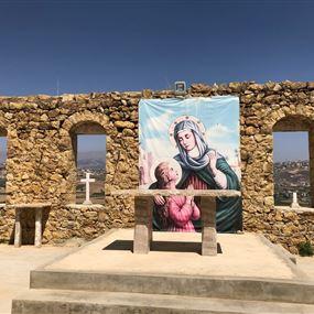 بعد سرقة صندوق النذورات.. حطّموا الصليب في باحة الدير!