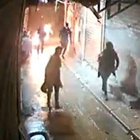 بالفيديو: حاول إضرام النار بنفسه لعدم قدرته على علاج ابنته