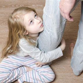بعد الطلاق.. حرمان الطفل من أحد والديه يُدمِّره