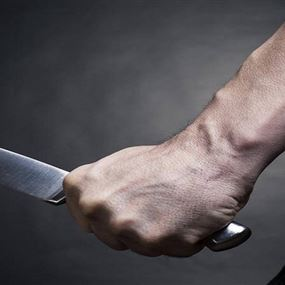 جريح طعناً بالسكين إثر اشكال فردي