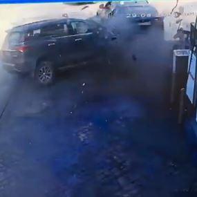 بالفيديو: سيارة تجتاح محطة للوقود في جونية