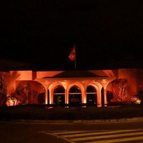 بالصورة.. إضاءة القصر الجمهوري باللون البرتقالي