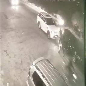 بالفيديو: اعترضوا طريقه وسلبوه سيارته