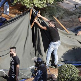 هل تتجه 8 آذار الى استنساخ نموذج ايران في مواجهة الثورة لبنانياً؟