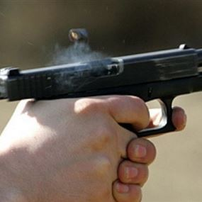 اطلق النار على شخص اثناء قيامه بالسرقة