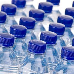 في لبنان... عبوات المياه المعدنية ملوثة بمواد سامة!