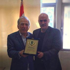 رئيس بلدية بقعاتة كنعان كرم العميد صالح لكشفه السرقات في البلدة