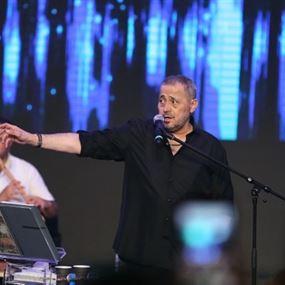 بالفيديو: طلب من الوسوف ان يخطب له حبيبته أمام الجمهور