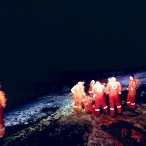 بالصور: أنقذهم الصليب الأحمر بعد اصابتهم اثناء ممارسة تسلق الجبال
