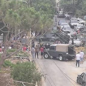 بالفيديو والصور: القبض على أحد مرافقي وهاب بعد إشكال في دميت