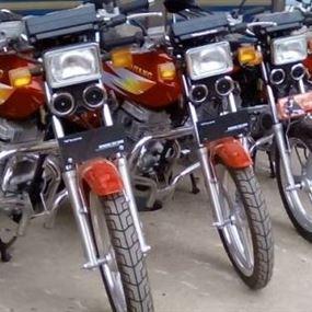 يمتهنون سرقة الدراجات النارية ويغيرون الوانها قبل بيعها