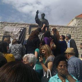ما صحة ظاهرة رشح الزيت اليوم من تمثال مار شربل - عنايا؟