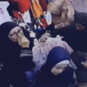بالفيديو: حاصرن سيدة في متجر للألبسة ونفّذن المهمة!