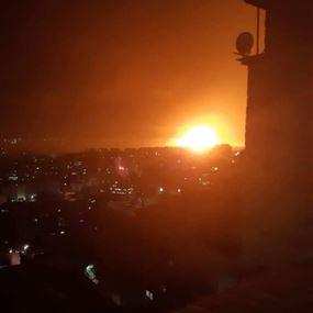 دوي عدة انفجارات قرب مطار المزه العسكري في دمشق