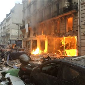 بالصور: انفجار ضخم يهز قلب باريس.. اثر تسرب الغاز