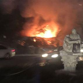 بالصورة: حريق على اوتوستراد جونية