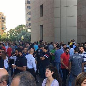 موظفو ألفا وتاتش بدأوا إضرابهم المفتوح احتجاجا على عدم إنصافهم