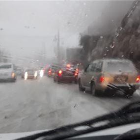 إنقاذ مواطنين احتجزتهم الثلوج على طريق عام فيطرون- ميروبا