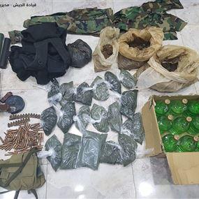 الجيش يضبط أسلحة وموادا مخدرة في غرفة مهجورة