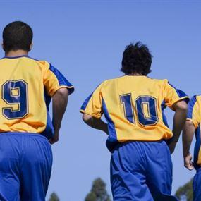 لكل رقم حكاية و 10 الأهم.. هذه دلالات أرقام قمصان لاعبي كرة القدم