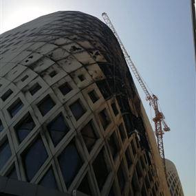 السيطرة على حريق داخل مجمع قيد الانشاء في وسط بيروت