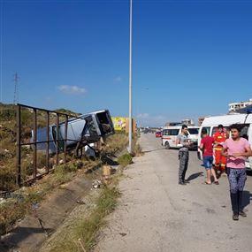 بالصورة: انقلاب سيّارة عند مفرق البلمند وإصابة 4 أشخاص