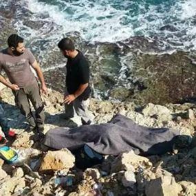 خليل جُثة على الشاطئ والى جانبه حقيبة