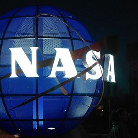 """هاكر مشهور: """"ناسا"""" تخفي تكنولوجيا فضائية"""