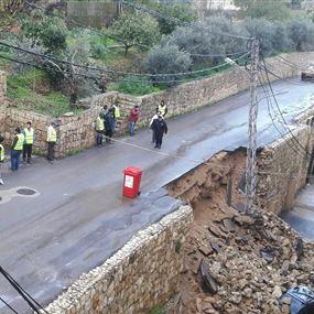 بالصور: في اللويزة.. انهار الجدار ونجا السكان بأعجوبة